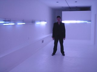 Leo Villareal in front of Horizons